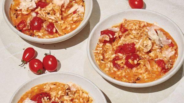 Готовим итальянское ризотто с томатами и базиликом