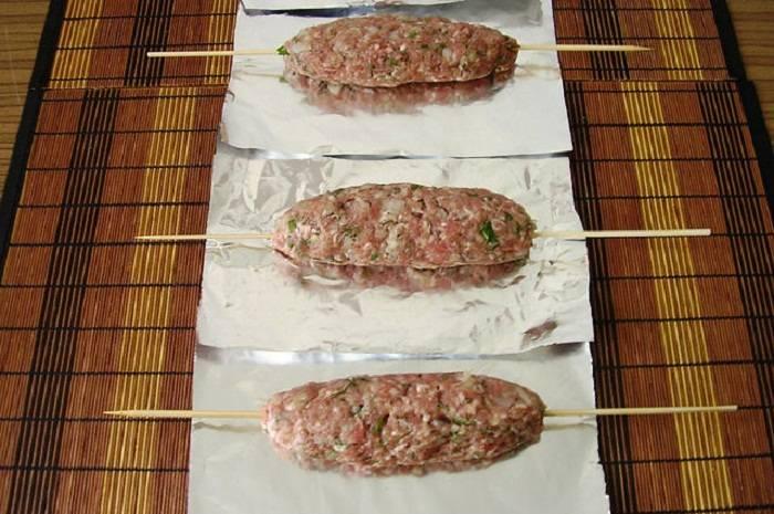 Люля-кебаб в духовке из свиного, говяжьего, индюшиного фарша - рецепты в банке и на противне
