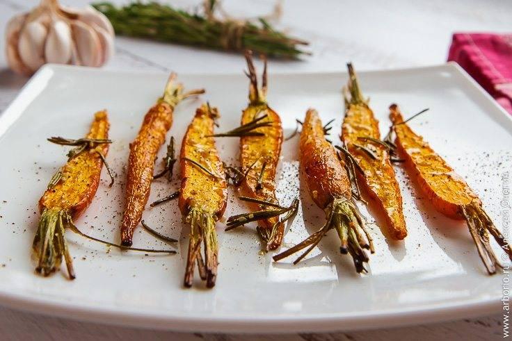 Морковь, запеченная в духовке с орехами и сыром - рецепт с фото