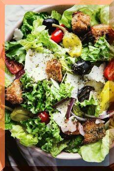 Панцанелла – рецепт с тунцом, курицей, креветками, пармой, красными перцами, оливками и чесноком
