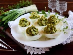 Фаршированные яйца - рецепты на праздничный стол