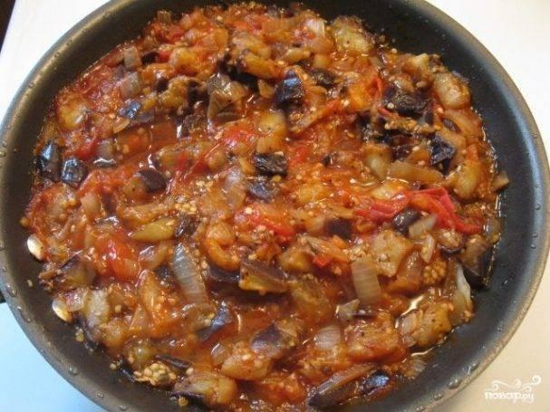 Как приготовить баклажаны с помидорами и чесноком на сковороде