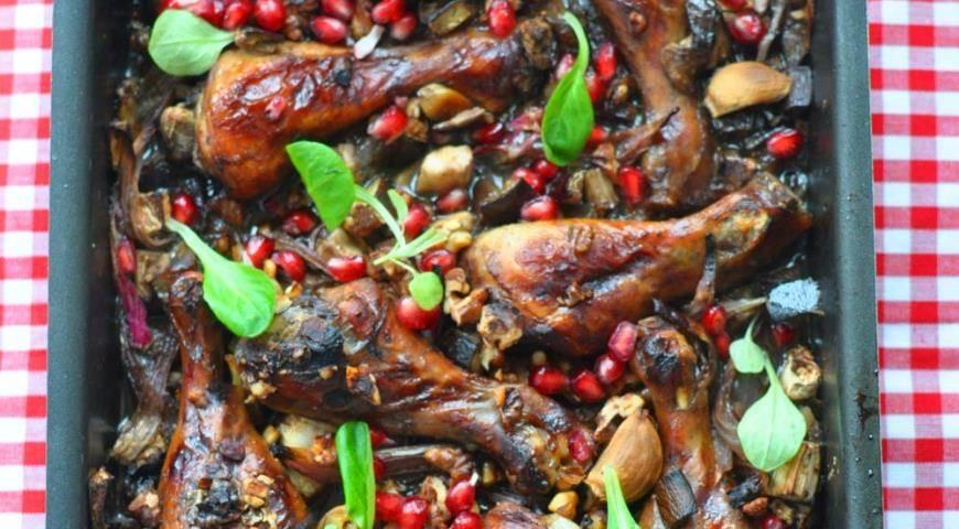Куриные голени, запечённые в баклажане