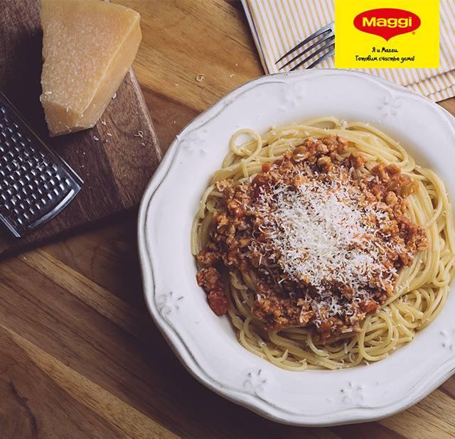 Спагетти болоньезе — классический итальянский рецепт с фаршем, в мультиварке, с травами, колбасой и грибами