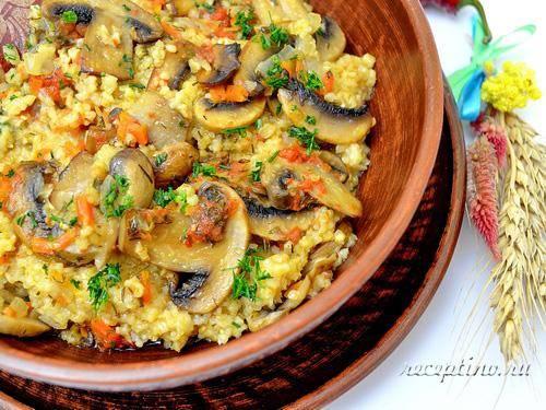 Красный рис с грибами и овощами