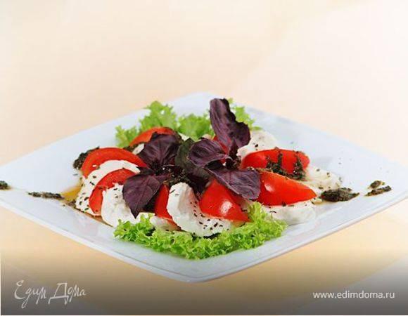 Салат из помидоров, 2 простых рецепта: сытный и оригинальный