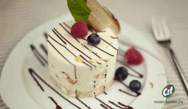 Творожно-йогуртовые пирожные с фруктами