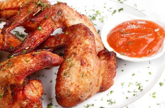 Хрустящие куриные крылышки, запечённые в духовке
