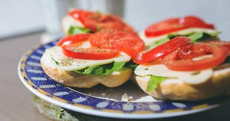 Бутерброды с колбасой и сыром - 45 домашних вкусных рецептов приготовления