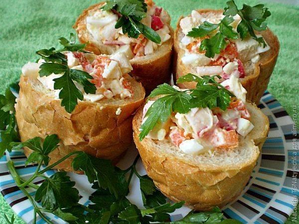 Хлебные бочоночки с салатом