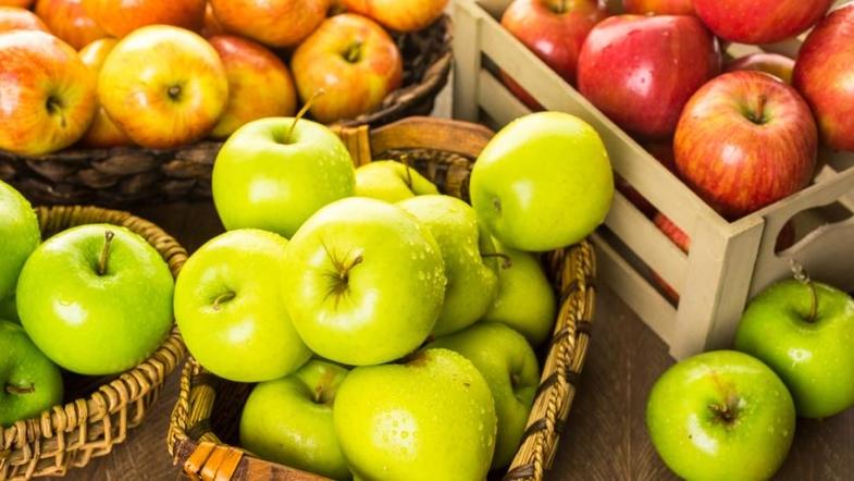 Запеченные яблоки с корицей в духовке