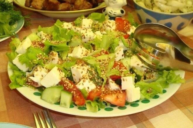 Легкий овощной салат с брынзой