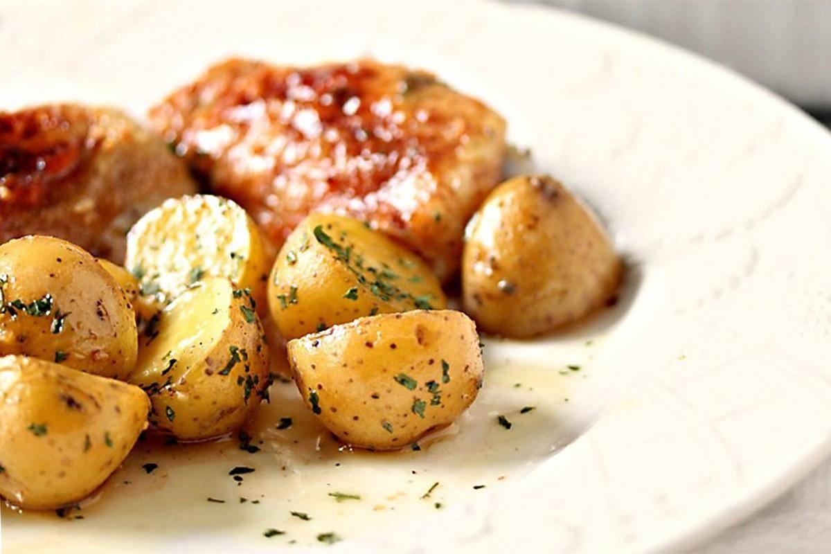 Куриные бёдрышки с картошкой и беконом