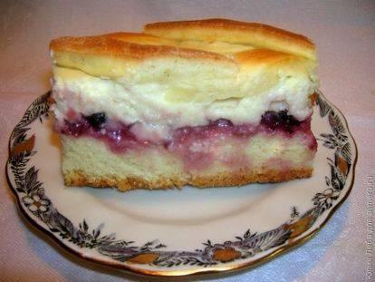 Пирог дрожжевой с ягодой и яблоком