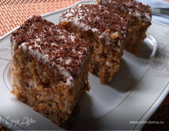 Шоколадный кекс с арахисом