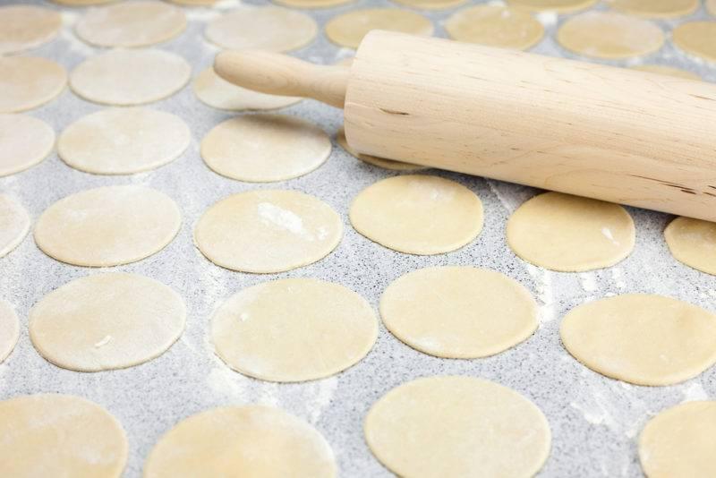 Тесто для вареников - рецепты на кефире, кипятке, молоке и без яиц