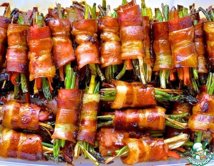 Хлебные палочки, запеченные с беконом и сыром