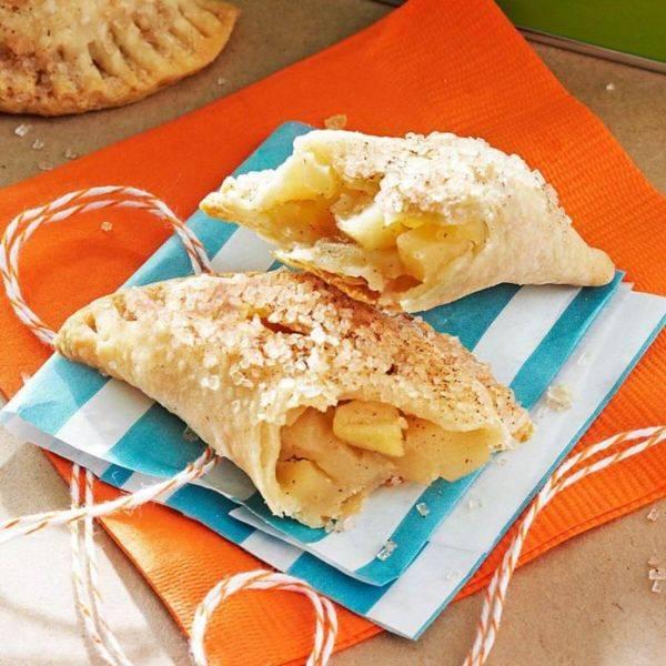 Пирожки печёные с яблоками и корицей