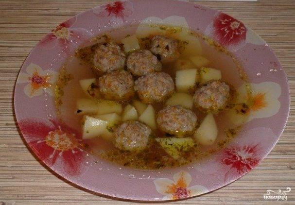 Фрикадельки с луком и картофелем