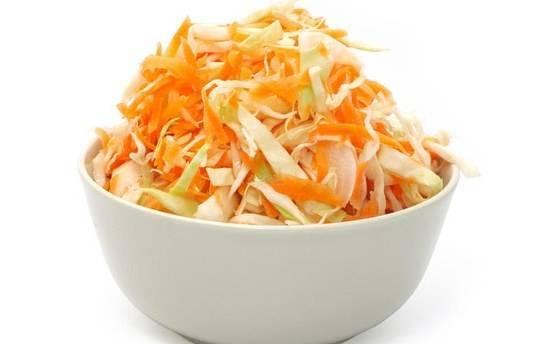 Мамин рецепт быстрой маринованной капусты с яблоками и медом с фото пошагово