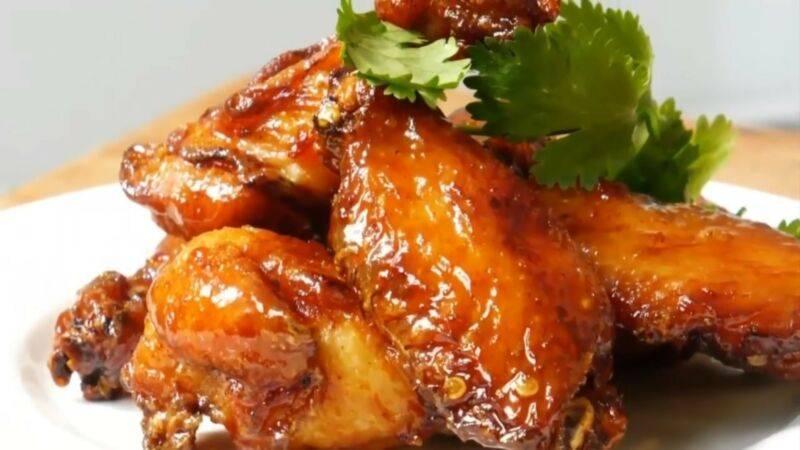 Куриные крылышки в панировочных сухарях в духовке