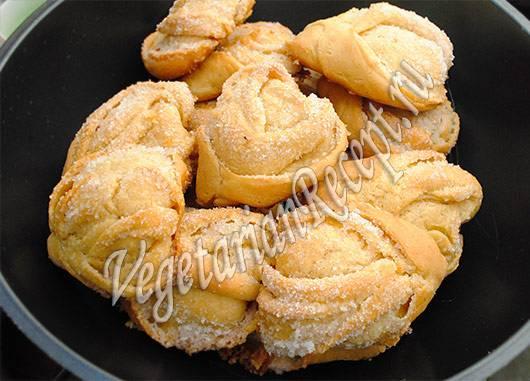 Воздушные булочки с медом