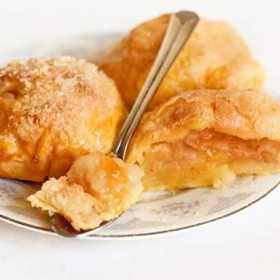 Печеные яблоки с творогом, изюмом и тыквой