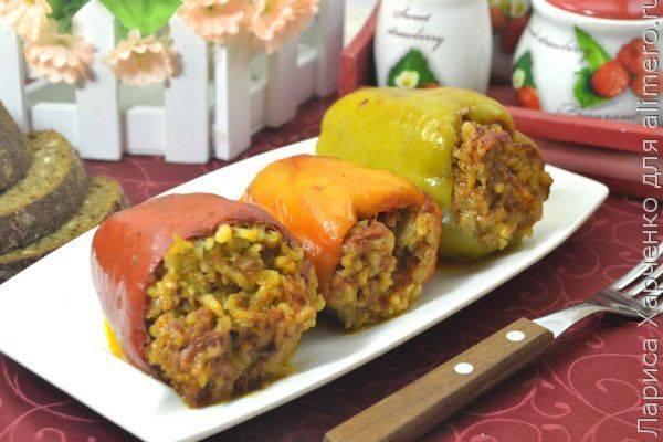 Фаршированный перец с мясом, рисом и баклажанами