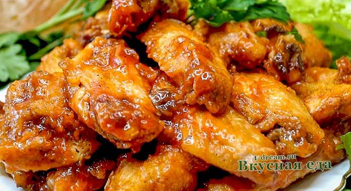 Запекаем куриные крылышки в духовке с маринадом и соусом