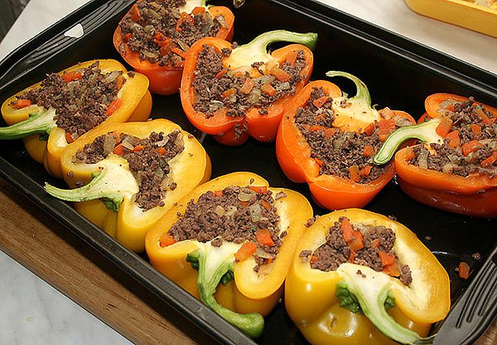 Фаршированный болгарский перец, запечённый в духовке