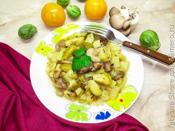 Картошка в микроволновке с маслятами и брюссельской капустой