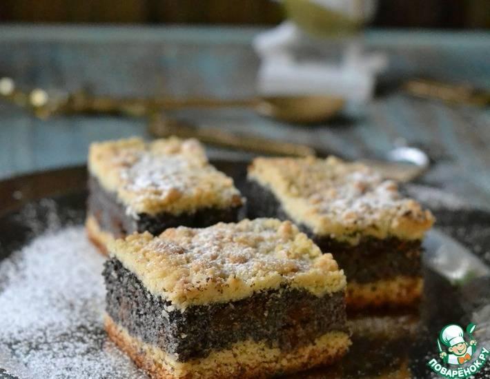 Дрожжевой пирог со сливами и сметанно-маковой заливкой