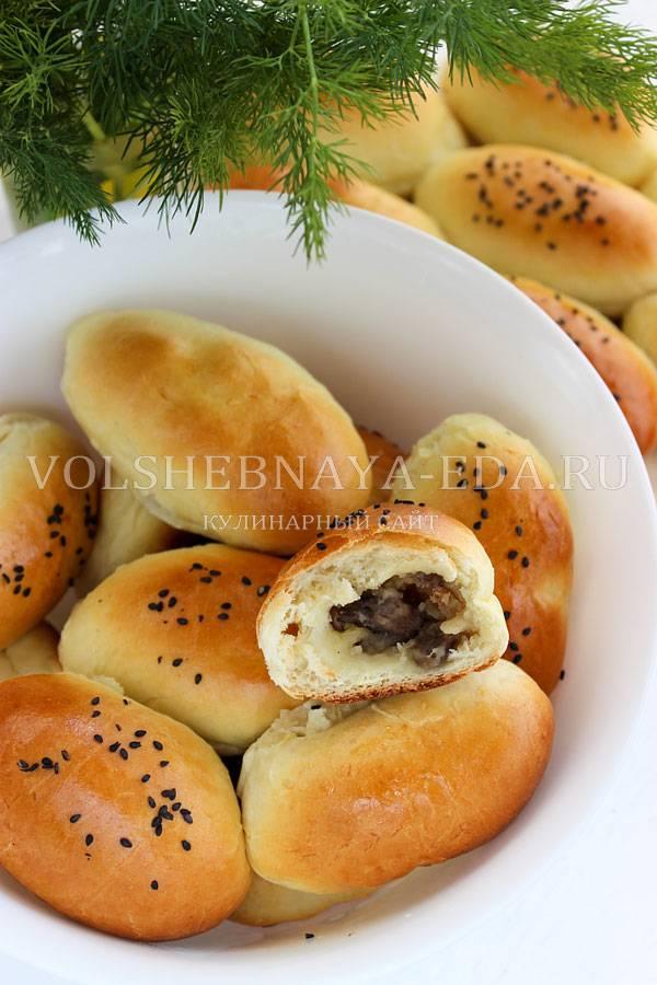 Жареные пирожки с начинкой из картошки и грибов