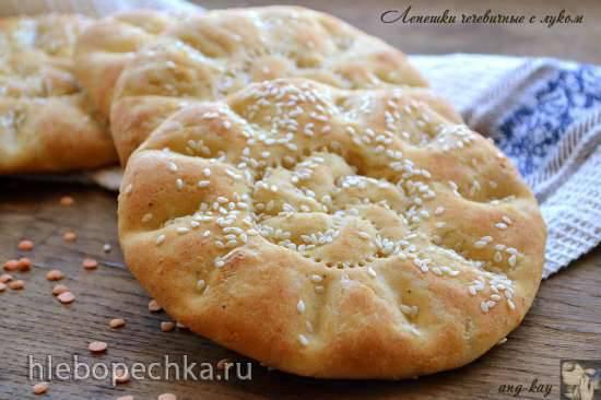 Хлеб и лепешка с луком