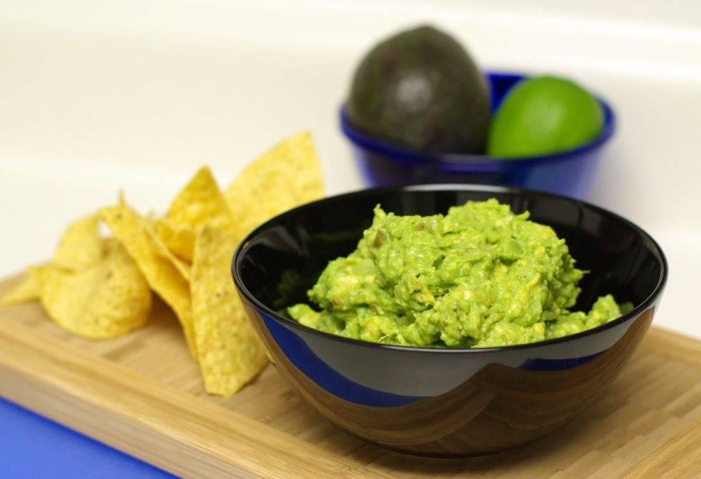 Что такое гуакамоле, как приготовить и с чем его есть