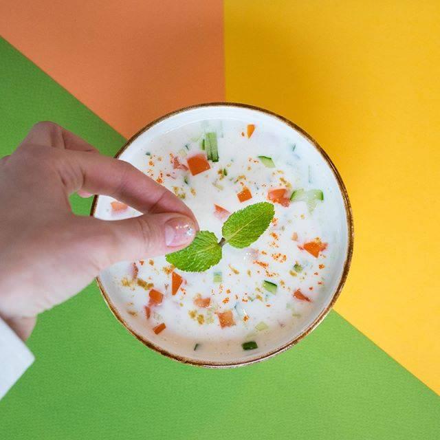 Крылья, хумус, чили: учись готовить здоровые закуски