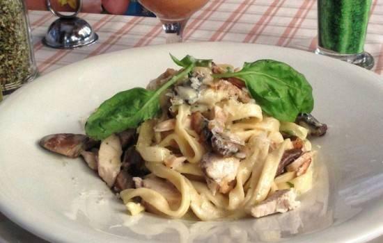 Фетучини с курицей и грибами — оригинальное итальянское блюдо из макарон