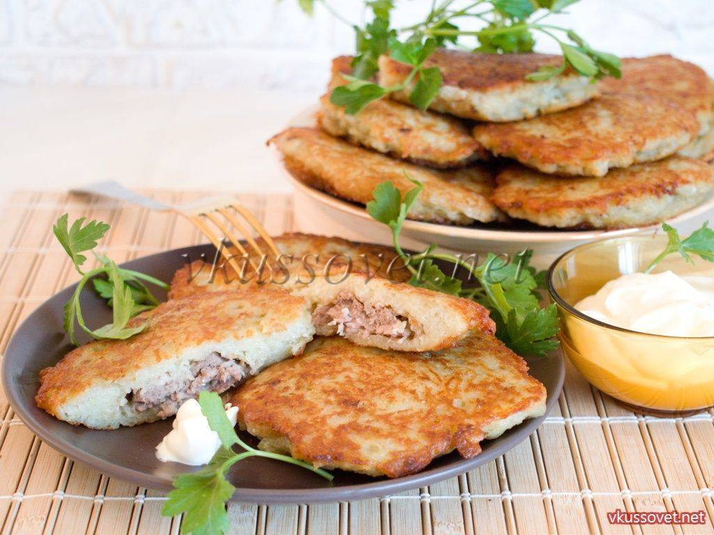 Картофельные оладьи с мясом или ленивые драники
