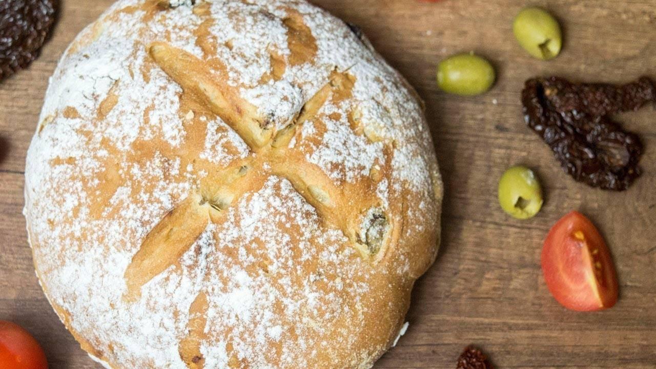 Хлеб с вялеными помидорами и базиликом в хлебопечке рецепт с фото, как приготовить на webspoon.ru
