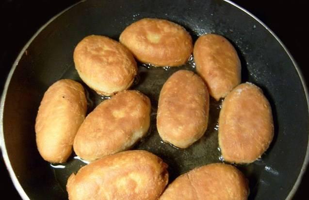 Постные дрожжевые пирожки в духовке и на сковороде: 4 вкусных рецепта
