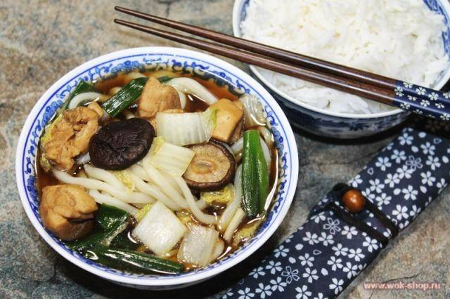 Азиатский наборный суп с лапшой удон