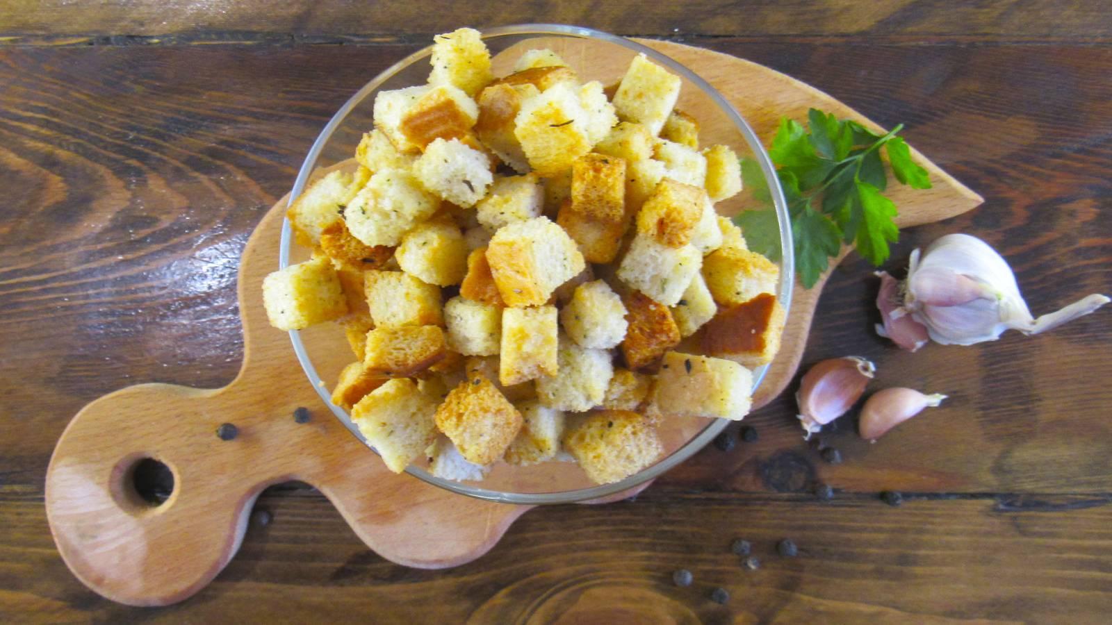 Хрустящие чесночные гренки в духовке за 15 минут