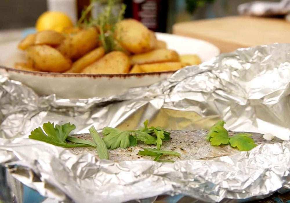 Форель, запеченная с картофелем и сыром