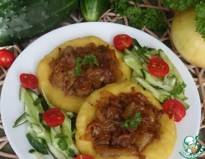 Картофельные ватрушки с мясом и луком
