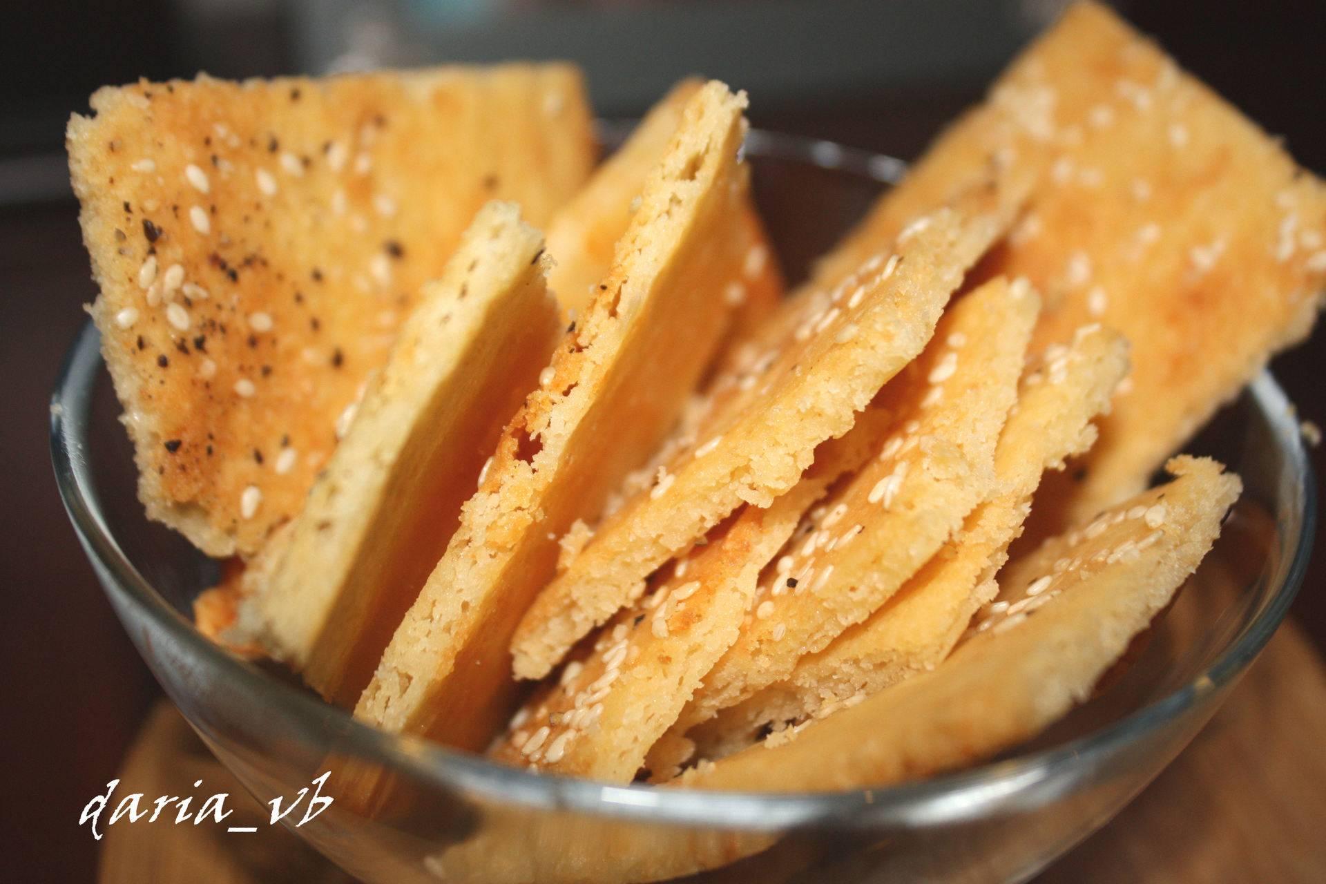 Крекеры с ароматным сырным паштетом