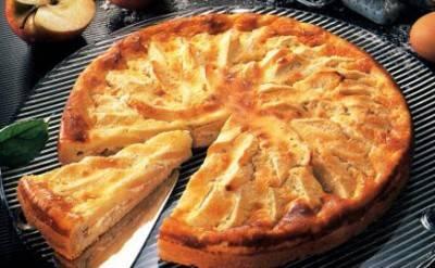 Яблочный пирог с изюмом и корицей рецепт | гранд кулинар