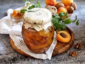 Абрикосовое варенье с грецкими орехами - в поисках вкуса