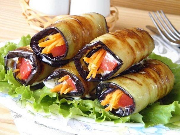 Рулетики из баклажанов с корейской морковью