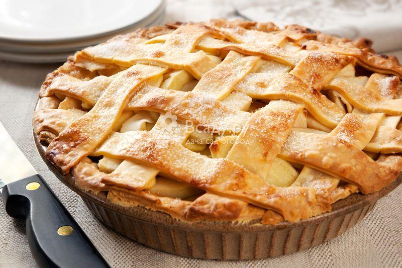 """Яблочный пирог """"изюминка"""" с абрикосовым джемом"""