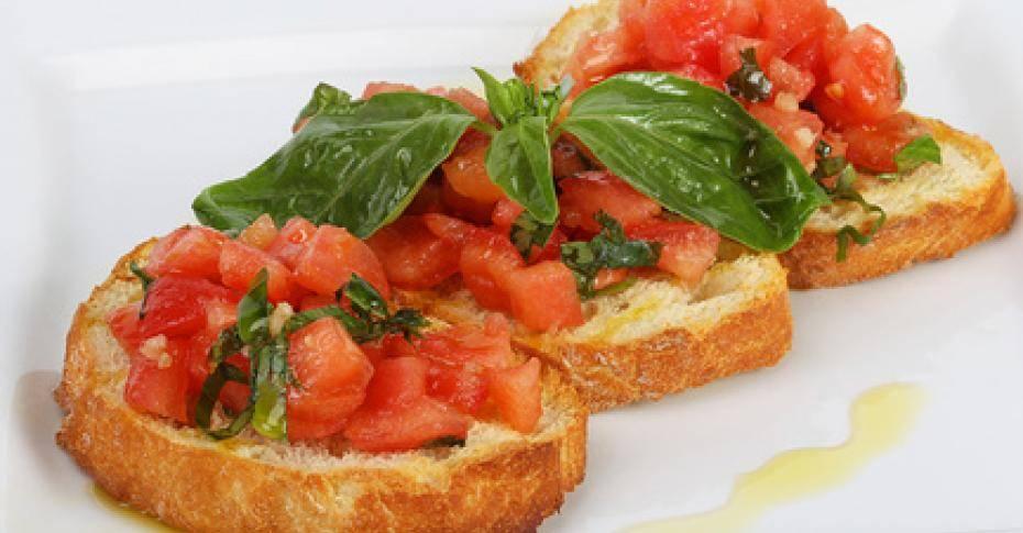Брускетта с помидорами и сыром
